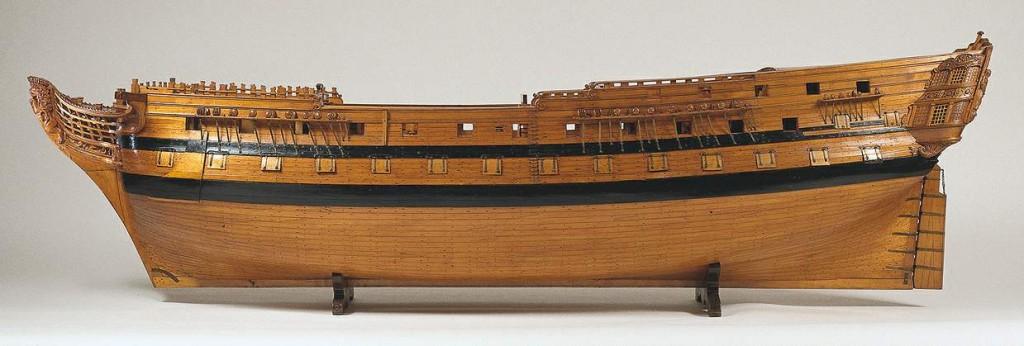 Model van het linieschip Vrijheid (1782-1797) van 74 stukken. Het model is ongelooflijk gedetailleerd. De vroegste vermelding van het model dateert uit 1785, toen het naar de commissarisen van de Admiraliteit te Rotterdam werd gestuurd, die de plaats van de naam op het schip moesten bepalen. In 1818 werd het van Amsterdam naar de modellenverzameling in Den Haag gebracht. De Vrijheid was 179 voet lang (ca. 70 mtr, dus zo'n 7 mtr langer dan linieschip Delft) en werd in 1782 te Amsterdam gebouwd door W.L. van Ghent. Het snijwerk werd uitgevoerd door Anthonie Ziesenis. Het was het Nederlandse vlaggenschip tijdens de Slag bij Kamperduin (11 oktober 1797) onder commando van Vice-admiraal J.W. de Winter en werd na zware averij door de Engelsen genomen. Bron: rijksmuseum.nl