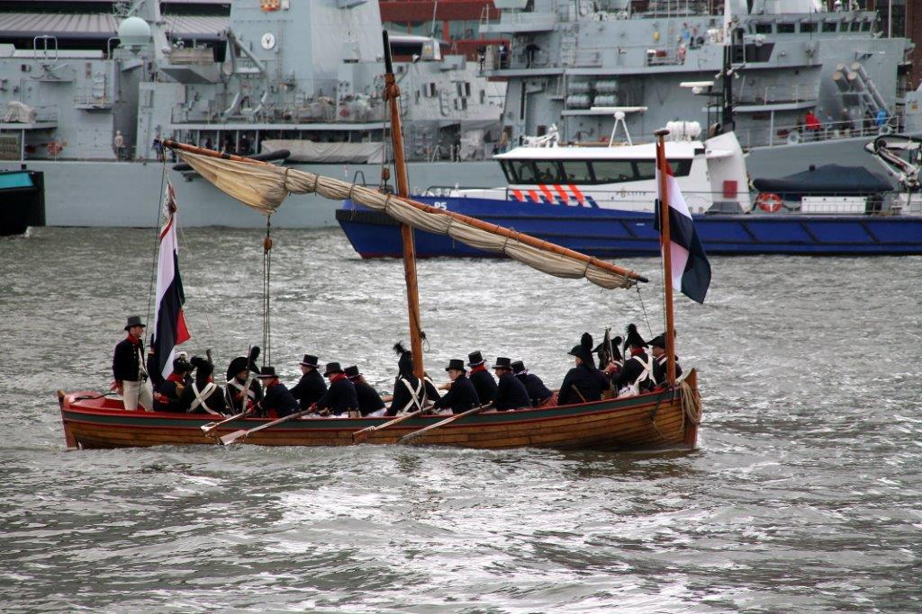 Eresaluut 350 jaar Korps Mariniers 2015 - Capiteyns-Chaloupe Equipage De Delft - Nieuwe Maas Rotterdam - Wereldhavendagen 2015 - Marinesloep 1783-1797 - re-enactment - Zeekadetkorps Hellevoetsluis - Netherlands Navy - Dutch navy sloop - Battle Camperdown - Zeeslag Kamperduin Camperduin - Museum De Delft - Bataafse Republiek - Batavian Republic