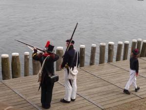 Marinier (links), gewapende Matroos (midden) en Jongen (rechts).