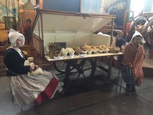 Snoepgoed en lekkernijen waren te koop bij de 'soetelaar'.