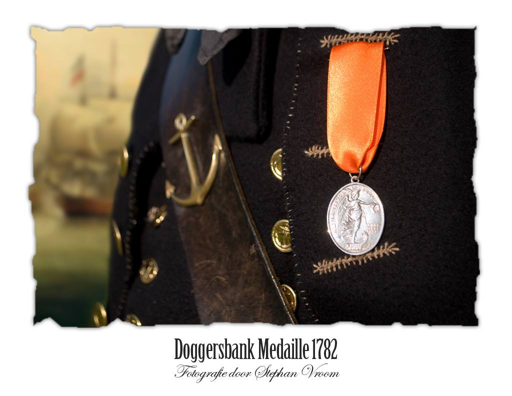 Op 5 augustus 1781 vond de Zeeslag bij de Doggersbank plaats tussen een Engels en een Nederlands eskader. Beide eskaders (elk bestaande uit zeven linieschepen escorteerden een konvooi koopvaardijschepen). Het aantal kanons aan Nederlandse zijde bedroeg 410 stukken en aan Engelse zijde 446 stukken. De Nederlandse schepen stonden onder bevel van Schout bij Nacht Johan Arnold Zoutman. Het aantal doden en gewonden was hoog: 140 doden en 400 gewonden aan Nederlandse zijde, 108 doden en 339 gewonden aan Engelse zijde. Doordat de Engelsen als eerste het strijdtoneel verlieten, vierden de Nederlanders de Zeeslag als een grote overwinning. De onderofficieren en officieren die deelnamen aan de Zeeslag op de Doggersbank ontvingen als ere-teken de Doggersbank-medaille.